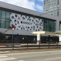 Primeras imágenes del McEnery en San José, Apple comienza a decorarlo para la WWDC 2017