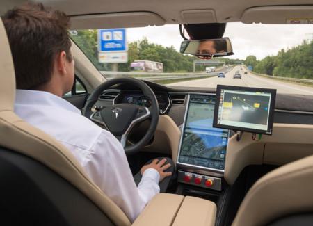 El coche autónomo necesita los mapas más precisos de la historia y TomTom quiere ser quien los haga