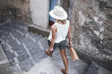 7 fórmulas de las influencers para lucir sombrero de paja sin parecer un personaje de La casa de la pradera