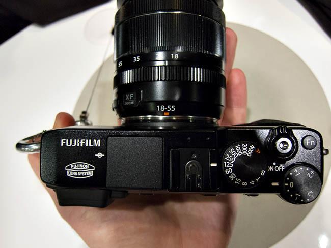 Fujifilm X-E1 en las manos