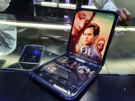 Samsung Galaxy Z Flip Primeras Impresiones Posicion Angulo Recta Stand Mode