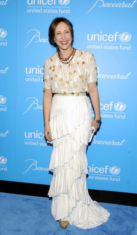 Vera Farmiga falda look estilo 40