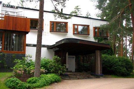 Casas con nombre - villa mairea - entrada