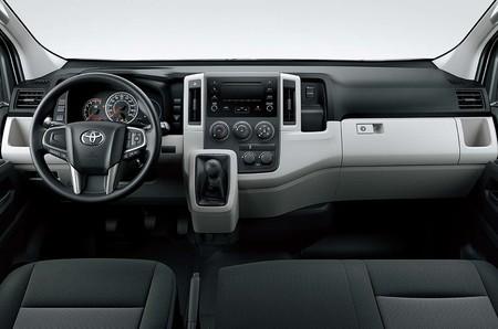 Toyota Hiace 2020 3