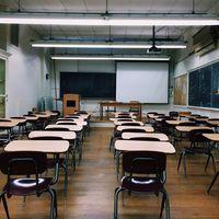 Enseñar es más que solo impartir clase: de acuerdo con un nuevo reporte, los profesores españoles trabajan más que los europeos