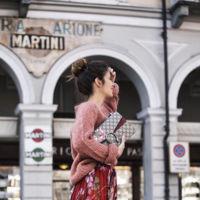 Jersey oversize y falda, la combinación ganadora del momento y cómo lucirla
