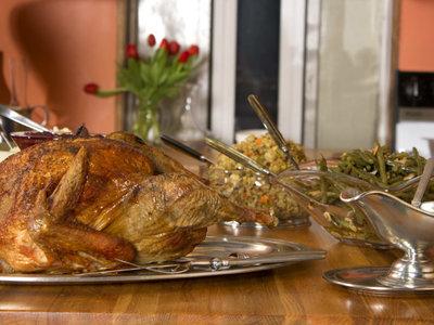 El festín del Día de Acción de Gracias: su origen y platos típicos de hoy
