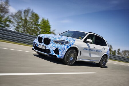 El BMW i Hydrogen NEXT ya está rodando por Europa, y llegará al mercado en series cortas de cara a 2022