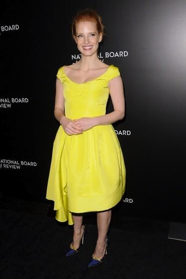 Eso de que el amarillo es color de mal fario no va con Jessica Chastain