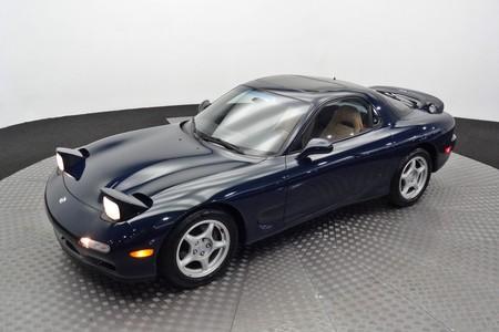 La fiebre de los nuevos clásicos: alguien va a pagar mucho dinero por este Mazda RX-7 de 1994 y 7.000 km