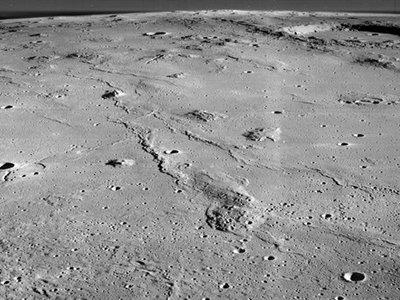 Se descubre una cueva en la Luna idónea para futuras bases lunares