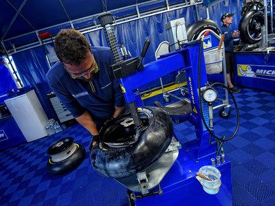 """Michelin se defiende de las acusaciones en MotoGP: """"A veces los pilotos olvidan que el neumático no es el único factor"""""""