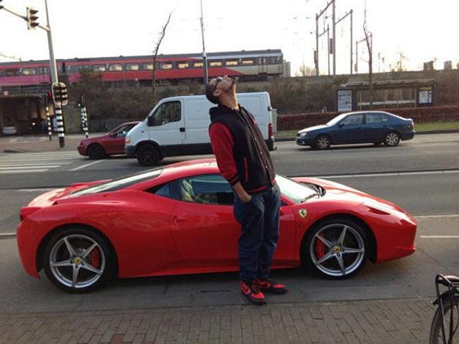 Afrojack con su nuevo Ferrari 458 Italia