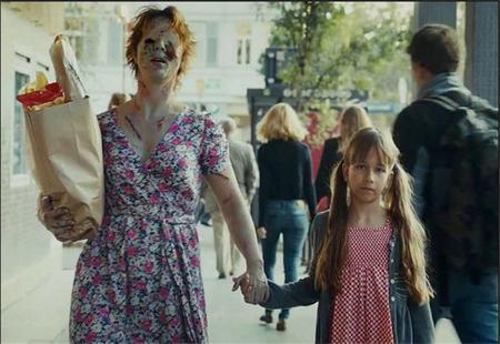 Una campaña finlandesa convierte en monstruos a los padres que abusan del alcohol