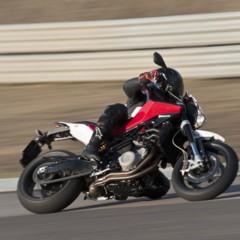 Foto 78 de 111 de la galería husqvarna-nuda-900-y-900r-datos-y-fotos-oficiales en Motorpasion Moto