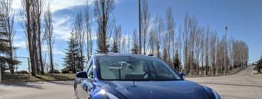 Un aniversario con el Tesla Model 3: es fácil verlo tan el coche del futuro, pese a que su precio aún diga lo contrario