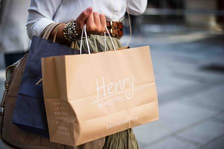 """""""Revenge Spending"""", el ansia consumista posconfinamiento que ha llenado China de colas y que podría ayudar a la moda y la belleza"""