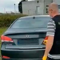 ¡Pillado! 6.000 euros de multa y seis puntos menos por utilizar un sistema remoto para tapar la matrícula de su coche