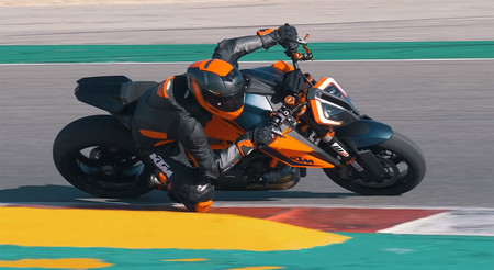 Ktm 1290 Super Duke R 2020 Video