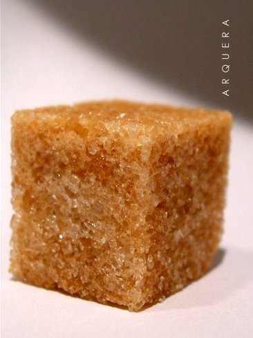 En vez de comerlas, usa la sal y el azúcar en tus rutinas de belleza
