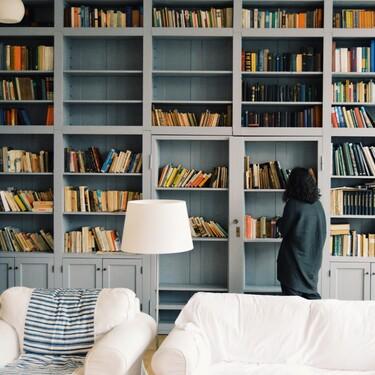 Cinco lámparas de pie perfectos para crear un cálido rincón de lectura en casa
