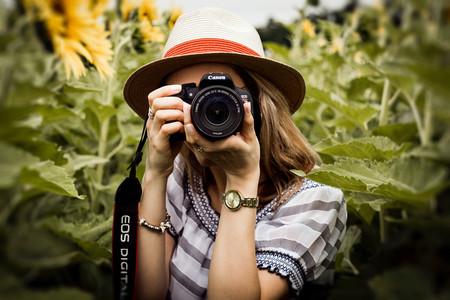 Cómo sujetar correctamente la cámara para lograr fotos perfectamente nítidas