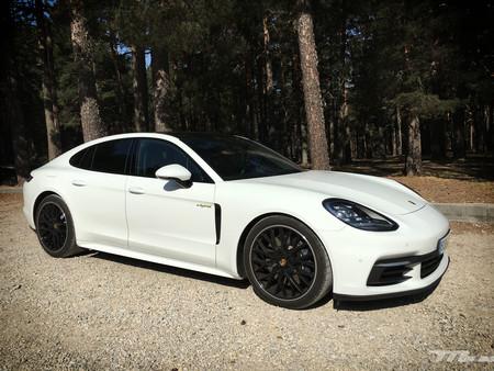 ¿Protocolo anticontaminación? Así se hacen 44 kilómetros sin emisiones en un Porsche Panamera 4 E-Hybrid de 462 CV