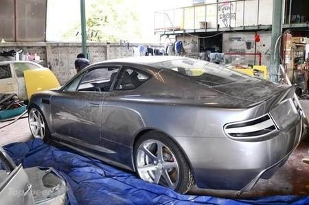Replica de Aston Martin DB9 sobre Opel Calibra