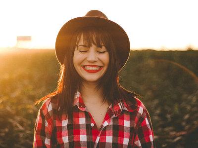 La felicidad como dogma: el pensamiento positivo ha colonizado a la sociedad y es hora de desterrarlo