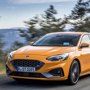 Probamos el Ford Focus ST, un compacto deportivo genuino fiel al cambio manual y al autoblocante mecánico