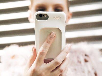 Yo también quiero esa carcasa de móvil tan molona  con maquillaje incluido