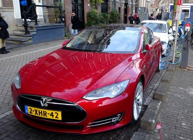 Tesla Model S Amsterdam 2015