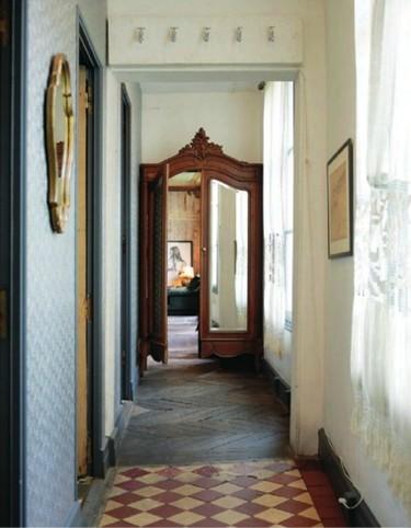 Una puerta de armario convertida en puerta de habitación