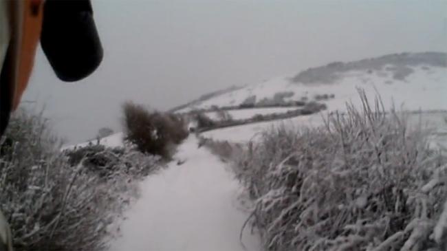 Rodando por la nieve en moto