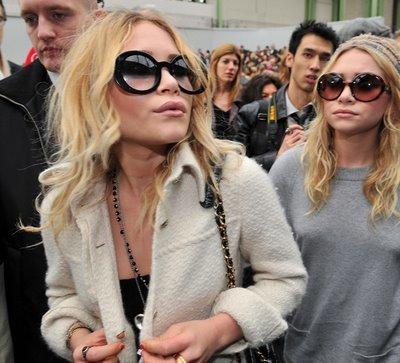 Foto de Mary Kate y Ashley Olsen en la Semana de la Moda de Paris (4/5)