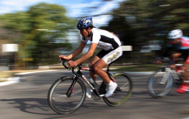 Ciclista en movimiento