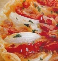 Tarta de cebolla con tomate