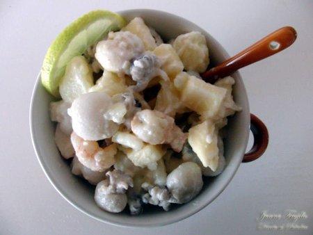 Ensalada de patatas, manzana y marisco. Receta