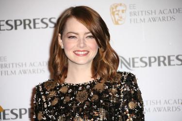 Emma Stone divina en la fiesta previa a los Premios BAFTA 2017