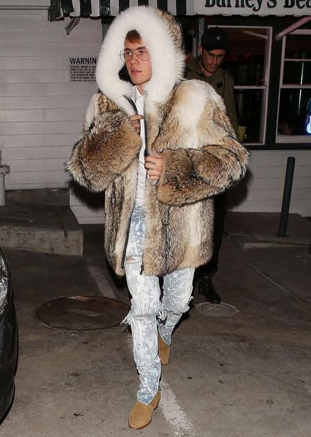 Éstos abrigos de pelo serán tu armadura perfecta contra el frío invierno