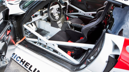 Este espectacular Porsche 911 GT1 de Le Mans es apto para la calle y está a la venta
