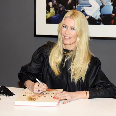 Claudia Schiffer presenta su libro con el look más moderno y futurista que hemos visto