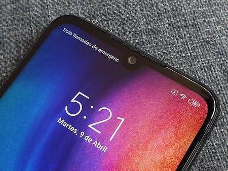 """Un """"notch invertido"""" (o sea una joroba), la atrevida idea de Xiaomi para colocar la cámara frontal en sus smartphones"""