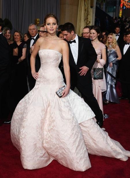La ganadora de un Oscar 2013, Jennifer Lawrence, vestida de Dior Haute Couture