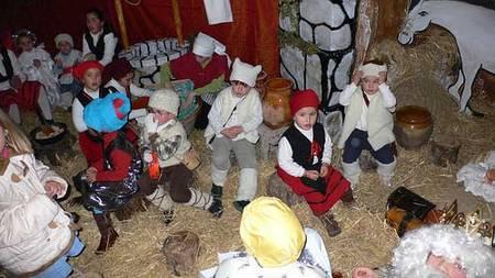 Niños disfrazados de pastores.