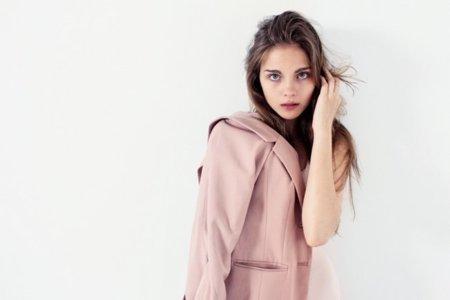 Anya Summers, una joven modelo que va para top
