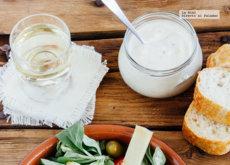 Ensalada de pollo frito con aderezo de yogurt. Receta para el verano