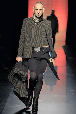 Foto de Jean Paul Gaultier Otoño-Invierno 2011/2012 en la Semana de la Moda de Paris (22/40)
