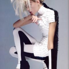 Foto 4 de 11 de la galería vogue-uk-adelanta-la-tendencia-blanco-y-negro-con-anja-rubik en Trendencias