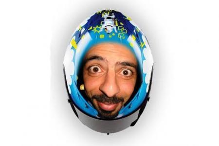 Hazte un casco como el de Rossi con tu cara
